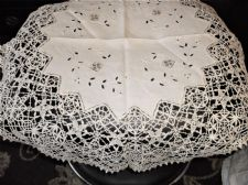 "ANTIQUE EMBROIDERED CREAM LINEN TABLECLOTH SUPERB CROCHET LACE WORK 27"" DIA"